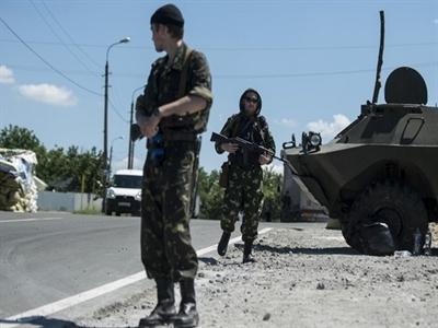 Quân đội Ukraine đụng độ quân ly khai gần biên giới Nga