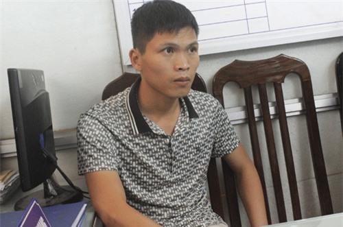 Bắt một người Trung Quốc dùng thẻ ATM giả rút tiền ngân hàng