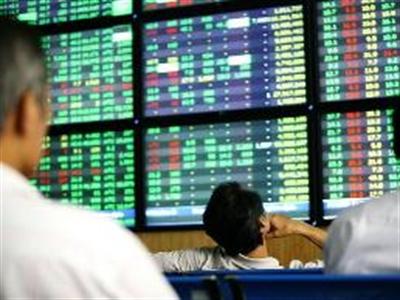 Nhìn lại các lần điều chỉnh tỷ giá và biến động của thị trường chứng khoán