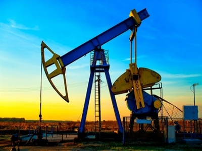 Giá dầu tiếp tục diễn biến trái chiều sau báo cáo tồn kho của Mỹ