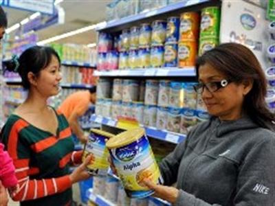 Giá trần bán lẻ sữa chỉ cao hơn 5-12% giá bán buôn