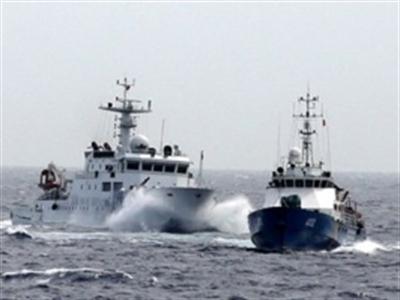 Tàu Việt Nam lập đội hình tiếp cận giàn khoan Hải Dương 981