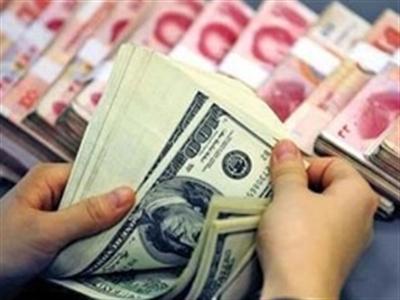 Việt Nam quá lệ thuộc vào đồng USD?