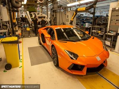 Bên trong nhà máy siêu xe Lamborghini
