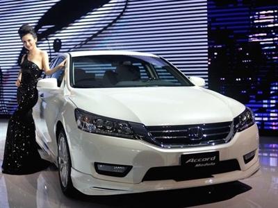 Hơn 10.000 tỷ đồng nhập khẩu ô tô nguyên chiếc