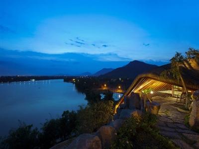 Khách sạn hồ bơi lưng trời ở Nha Trang