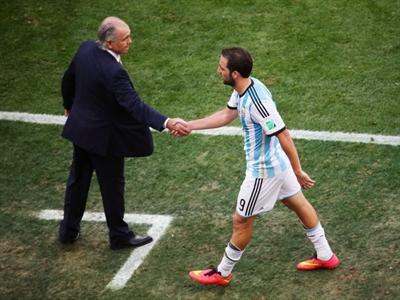 World Cup - Hốt bạc quảng cáo và hàn gắn quan hệ công sở
