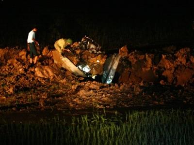 Máy bay quân sự rơi ở ngoại thành Hà Nội