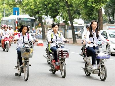 Xe đạp điện 'bóp nghẹt' xe máy