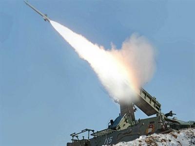 Triều Tiên phóng thêm tên lửa ra biển