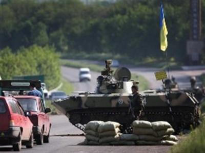 Ukraine tấn công tổng lực, 70.000 người Donetsk chạy sang Nga