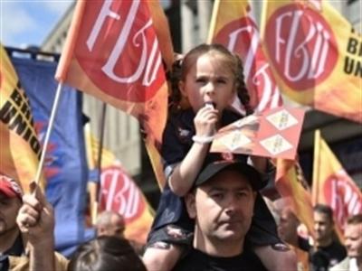 Nước Anh tê liệt vì đình công