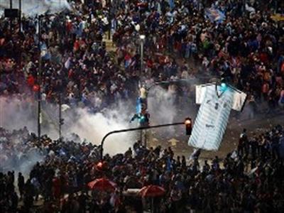 Argentina bùng phát bạo loạn sau thua trận chung kết World Cup