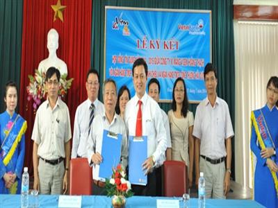 VietinBank ký hợp đồng tín dụng 800 tỷ đồng với Vicem Hoàng Thạch