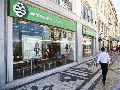 S&P tiếp tục hạ xếp hạng ngân hàng của Bồ Đào Nha
