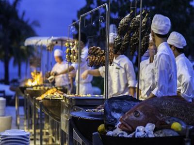 Nghỉ dưỡng tháng 7: Tiệc nướng và buffet Ý tại Hyatt Regency Đà Nẵng