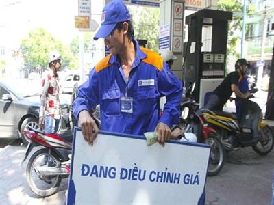 Petrolimex giữ giá xăng, giảm giá dầu điêzen 140 đồng/lít