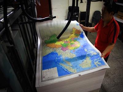 Trung Quốc phát hàng triệu bản đồ