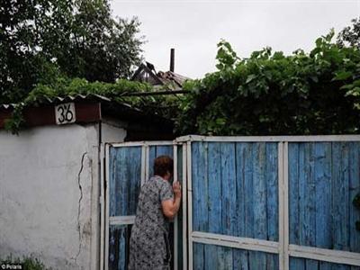 Nhân chứng vụ MH17: Thi thể hành khách rơi xuyên mái nhà