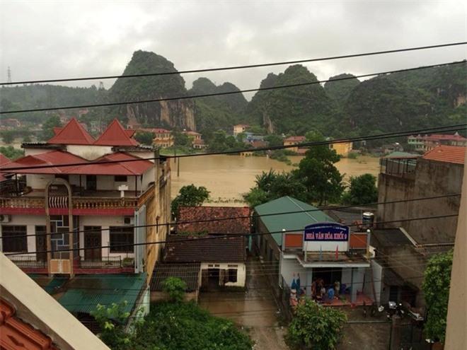 Thành phố Lạng Sơn chìm trong biển nước