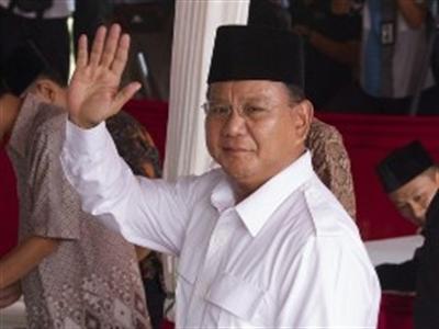 Ứng viên tổng thống Indonesia bất ngờ rút lui