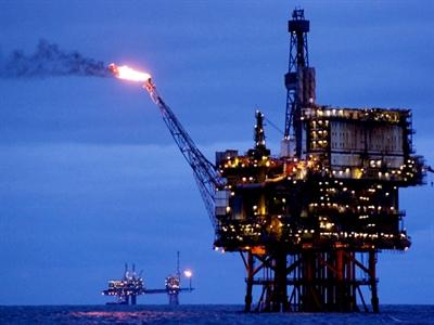 Giá dầu giảm, chờ đợi diễn biến địa chính trị mới