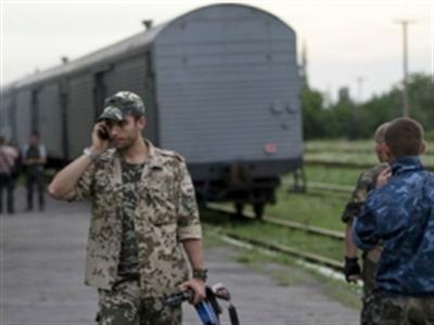 Ly khai Ukraine trao hộp đen MH17 cho Malaysia