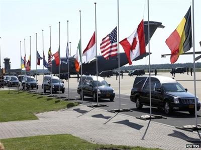Thi thể nạn nhân trong thảm kịch MH17 đã về tới Hà Lan