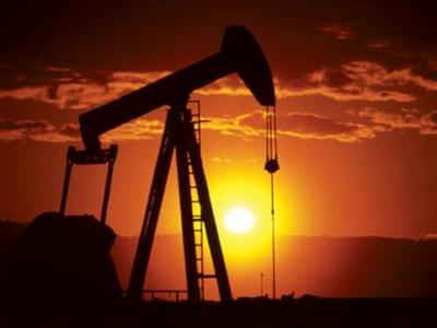 Giá dầu tăng do nguồn cung giảm liên tiếp 4 tuần