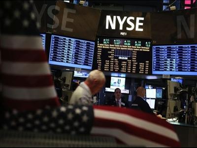 Chứng khoán Mỹ giảm sau số liệu đơn đặt mua hàng hóa