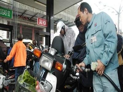 Xăng thế giới giảm sâu, giá xăng Việt chót vót