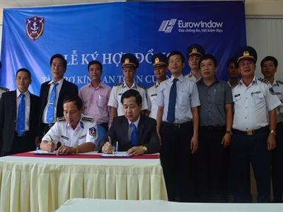 Eurowindow tài trợ kính an toàn cường lực cho tàu Cảnh sát biển Việt Nam