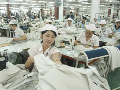 Việt Nam nhập gần 1/2 nguyên liệu dệt may từ Trung Quốc