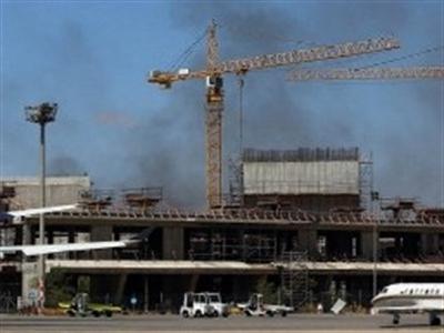 Libya: Tên lửa rơi trúng bồn chứa, 6 triệu lít nhiên liệu bốc cháy