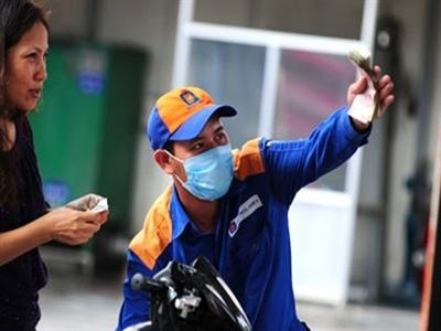 Petrolimex giảm giá xăng 330 đồng/lít từ 14h ngày 28/7