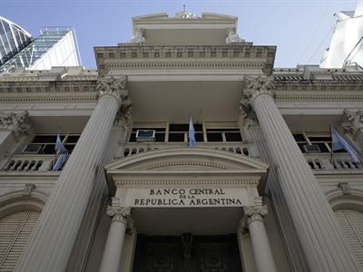 Chứng khoán Argentina giảm hơn 8% sau khi vỡ nợ