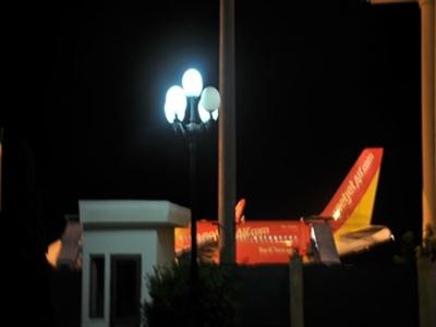 Máy bay không thể hạ cánh vì sân bay... hết chỗ