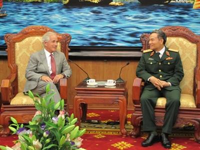 Mỹ xem xét bỏ cấm bán vũ khí sát thương với Việt Nam