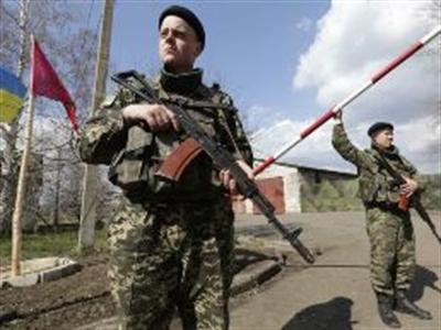 Chuẩn bị tổng tấn công Donetsk, binh sỹ Ukraine ồ ạt chạy sang Nga