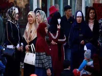 Dân Tân Cương đeo mạng, để râu bị cấm lên xe bus
