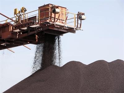 Giá quặng sắt dự báo giảm đến hết năm 2015