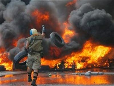Chiến sự miền Đông Ukraine leo thang, bạo lực lan đến thủ đô Kiev