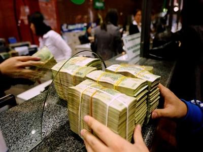 Lãi suất liên ngân hàng bất ngờ giảm mạnh
