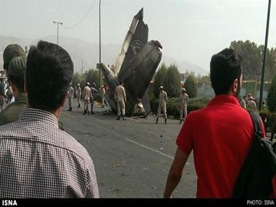 Máy bay dân sự rơi gần thủ đô Iran, hơn 40 người chết
