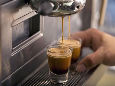 Vũ khí bí mật của Starbucks: Chiếc máy đến từ Thụy Sỹ