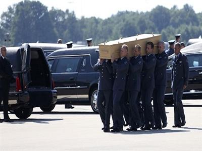 Malaysia đưa thi thể nạn nhân MH17 về nước