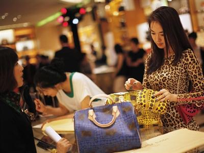 Bloomberg: Càng giàu, càng dễ né thuế và giấu tiền