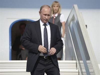 Tiền và tài rời Nga ra đi