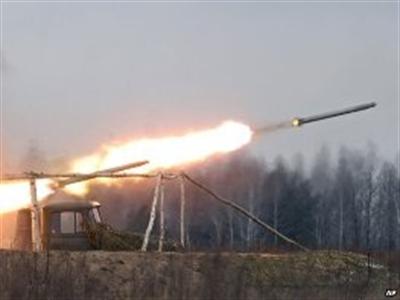 Đoàn xe tị nạn trúng tên lửa ở miền Đông Ukraine