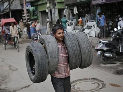 Giá cao su toàn cầu được hỗ trợ phục hồi do nhu cầu lốp xe của Ấn Độ